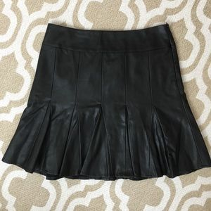 🆕Ann Taylor vegan leather fit & flare mini sz 6